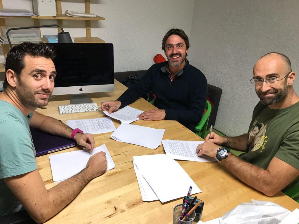 Luis Raggio, nuevo responsable de EDUCAN en Argentina, Carlos Alfonso López CEO de EDUCAN y Marcos González CBO de EDUCAN en el momento de la firma del acuerdo comercial para iniciar la actividad en Argentina